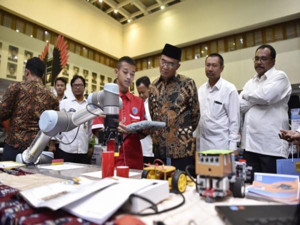 SMK Wongsorejo Menjadi Peserta Pameran Industri 4.0 (Robotica) di Gedung Kemdikbud Jakarta